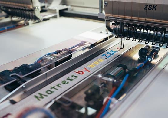 roll2roll-galerie-02-zsk-stickmaschinen
